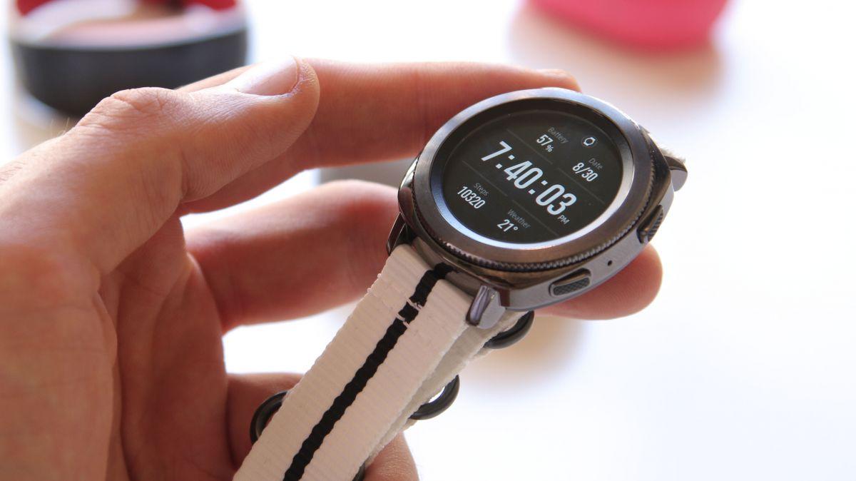 a2edad407f1ad مراجعة الساعة الذكية الرائعة Samsung Gear Sport