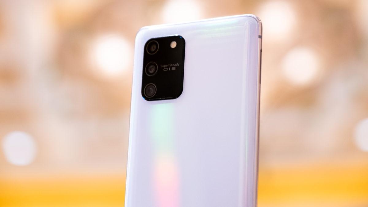 مزايا وعيوب هاتف سامسونج الرائد منخفض السعر Samsung Galaxy S10 Lite