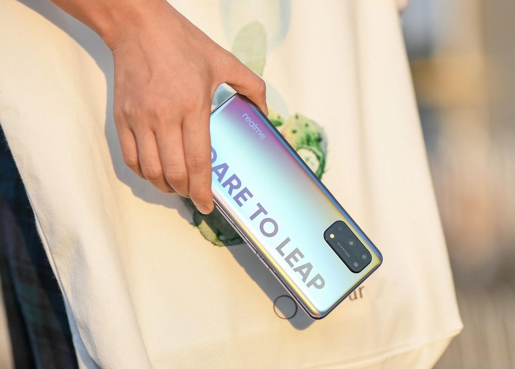 مزايا وعيوب هاتف Realme X7 متوسط الفئة الجديد من Realme
