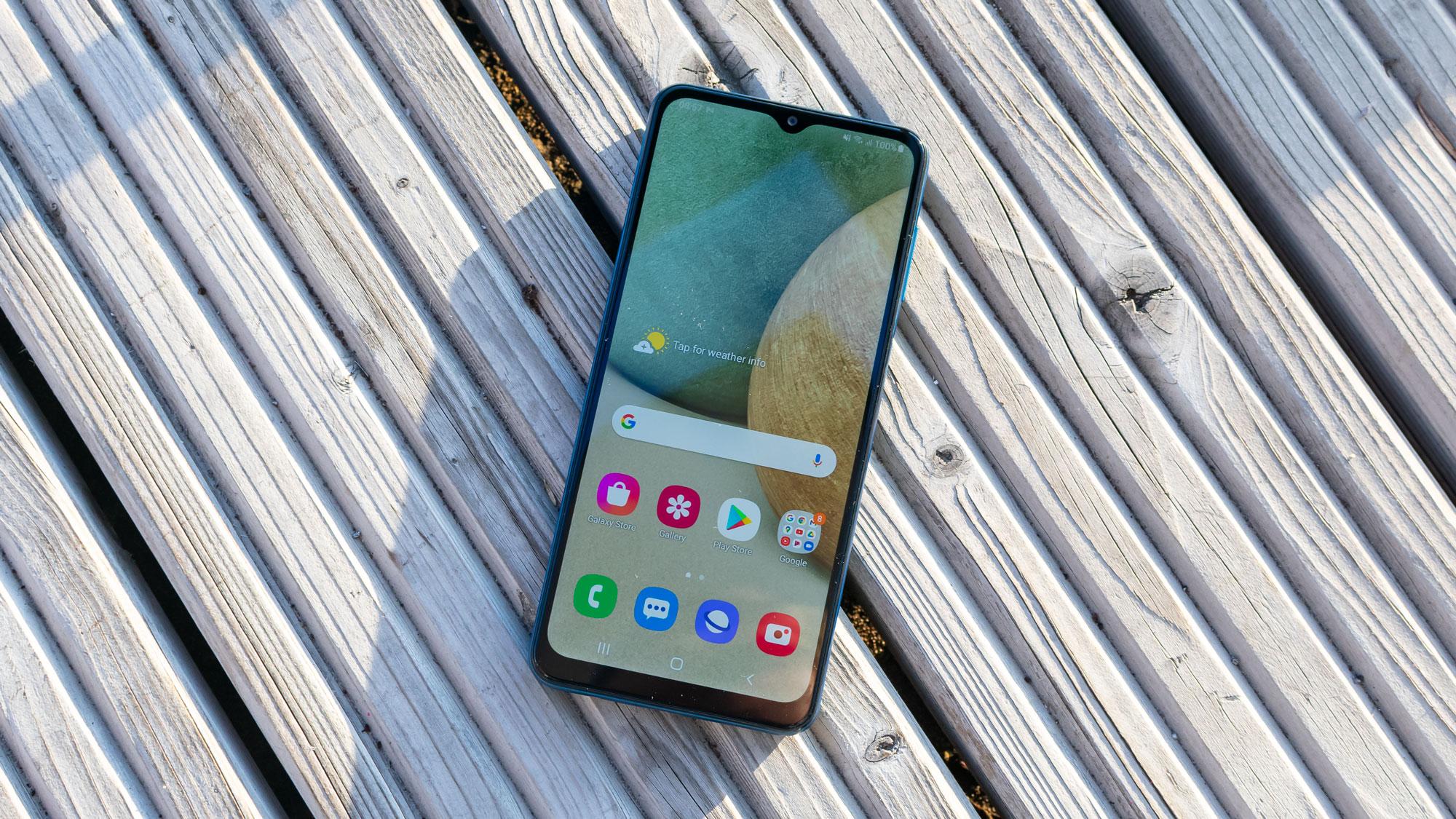 مزايا وعيوب هاتف Samsung Galaxy A12 الاقتصادي الجديد